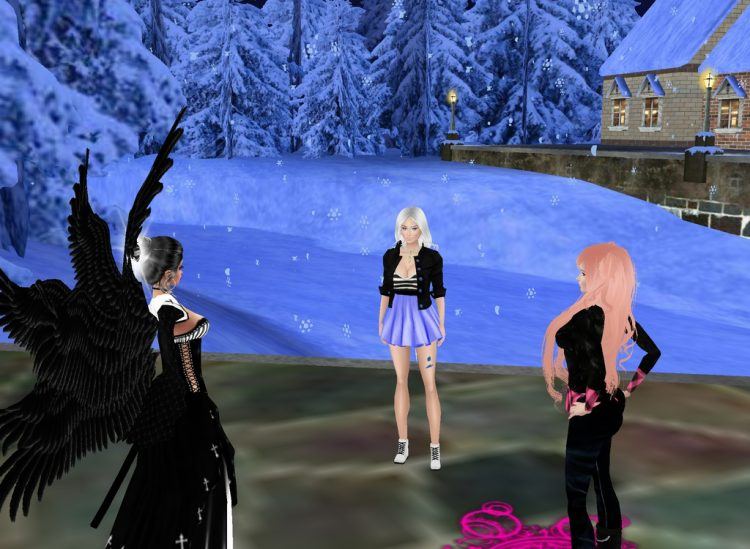Serena smiled as she had enjoyed being shown a new place by Lady Helena-sama and Erin-chan in IMVU t