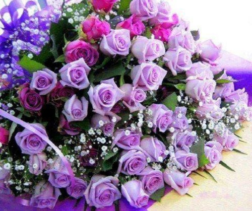 *Ren's children put together a special bouquet for their mother Ren. Once they have completed