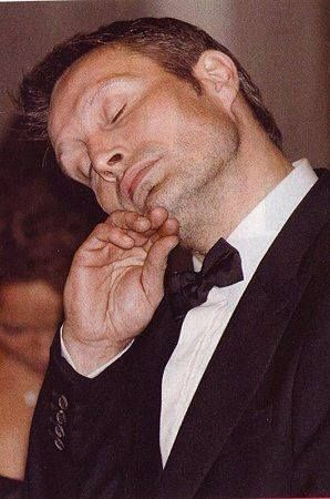 Look who got caught nodding off at the Benefit last night? (Shhhhh….nobody wake him. He looks