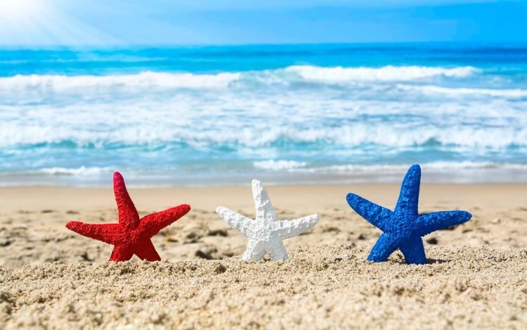 Happy Fourth of July! *he waves as he decorates some areas of the beach.* july-4th-miami-beach-1440&