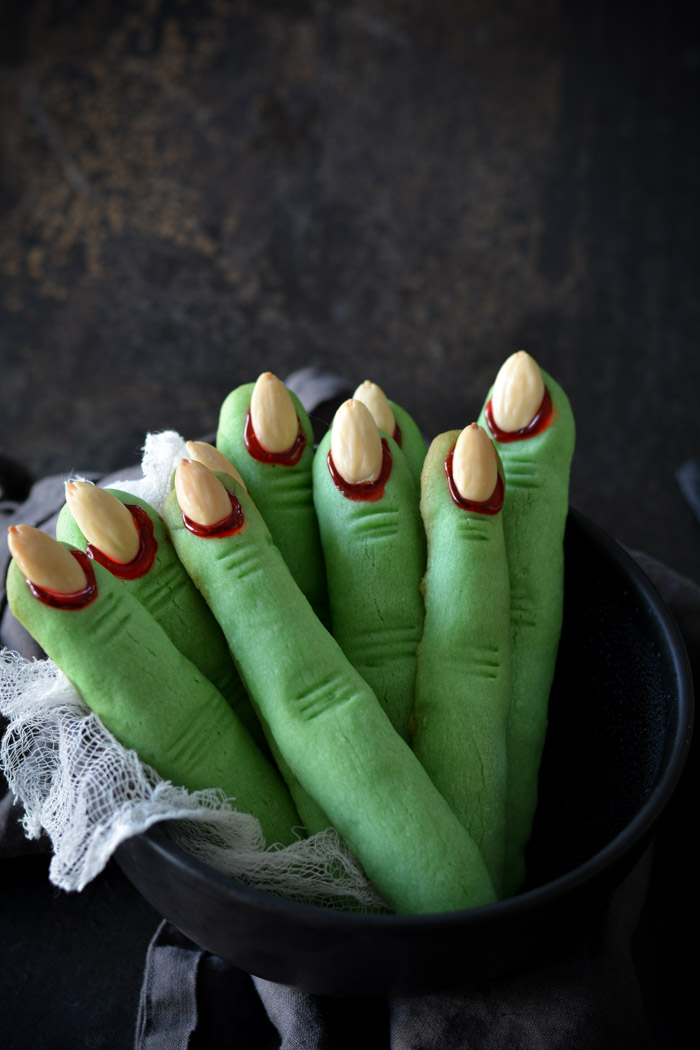*Gets some creepy witch finger cookies from the bakery to serve at GothicSugar.* DSC_1554