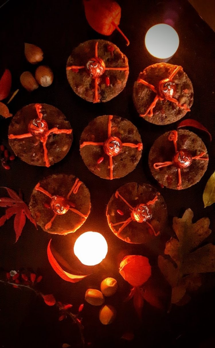 *Tamaki brings the Samhain Soul Cakes from the bakery and sets them near the altar.* So mote it be!