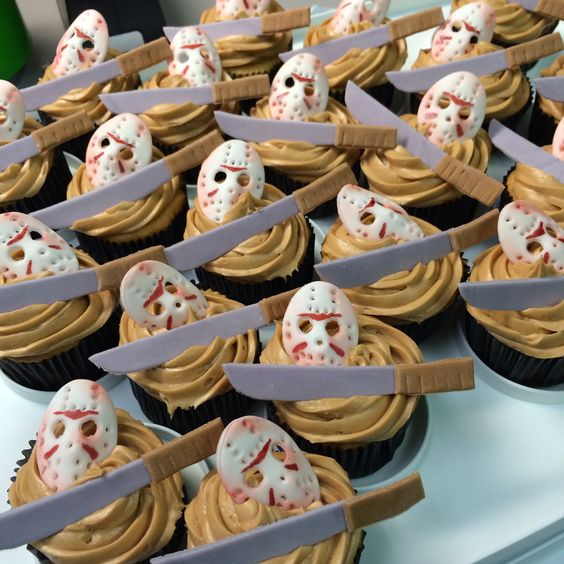 *Stops in the bakery with Ginnoji to pick up some cupcakes to take back to their homes for the weeke
