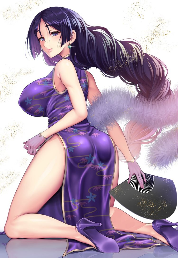 *She looks at everyone and bows. She continues to pose to the photographers. She finally smiles at t