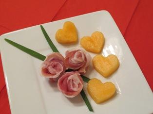 prosciutto_roses_melon_hearts