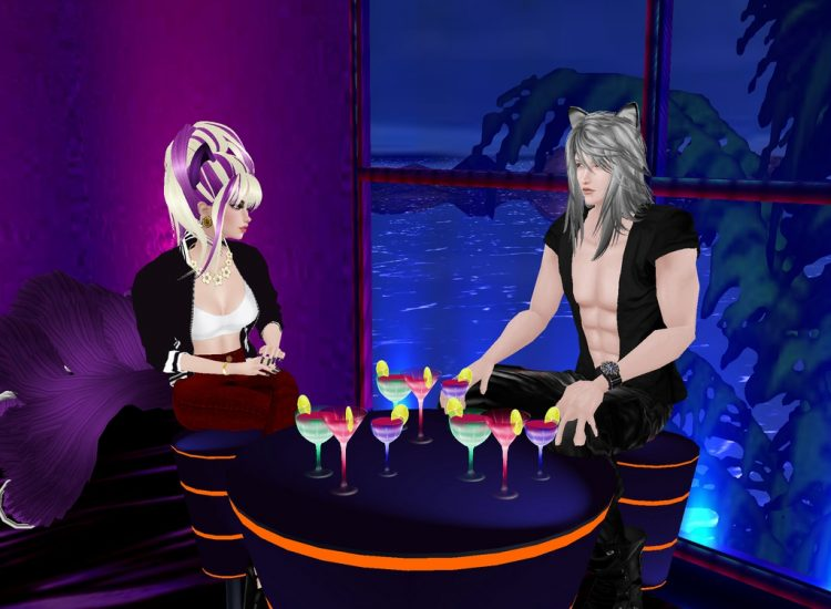 *Enjoying some drinks from the lounge area with her hubby Leo.* @charmingsilverrenandleoimvunightclu
