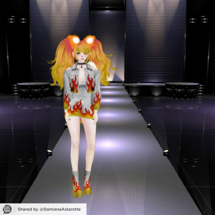 *She was the next model and went ahead onto the catwalk.* 1622760179439