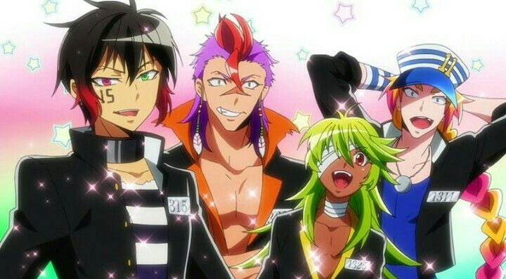 @prisioner15 @niconiconi @uno1311 *They get a chance to model as a group for the fashion show.* This