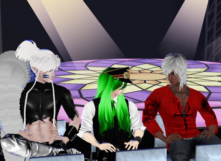 *Hanging out at the lounge where the models, photographers and some spectators joined in on drinks,