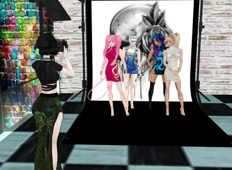*Tamaki was back in her studio hard at work getting more photos of the scheduled models, which also