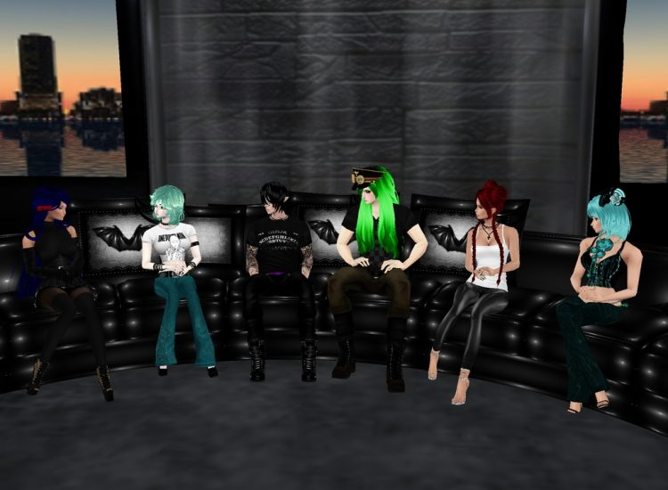 *After some modeling they take a break and sit together to talk for a while.* @ladysekaisho @littleh